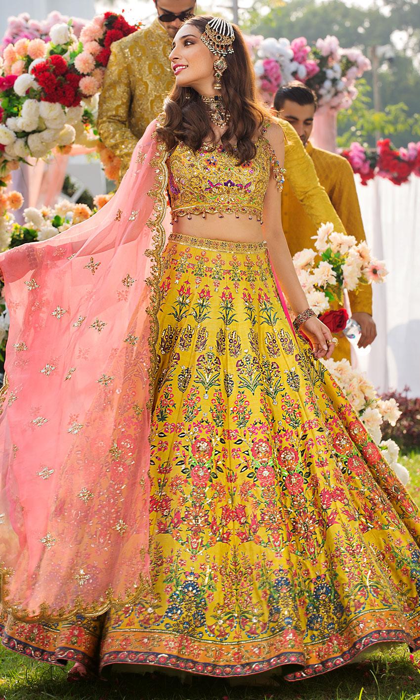Nomi Ansari yellow Lehnga choli bridal dress on mehndi