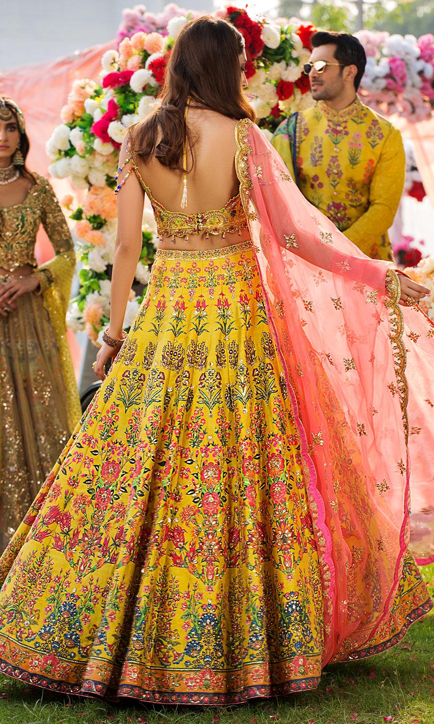 Nomi Ansari yellow Lehnga choli bridal dress on mehndi day  back-side 2021