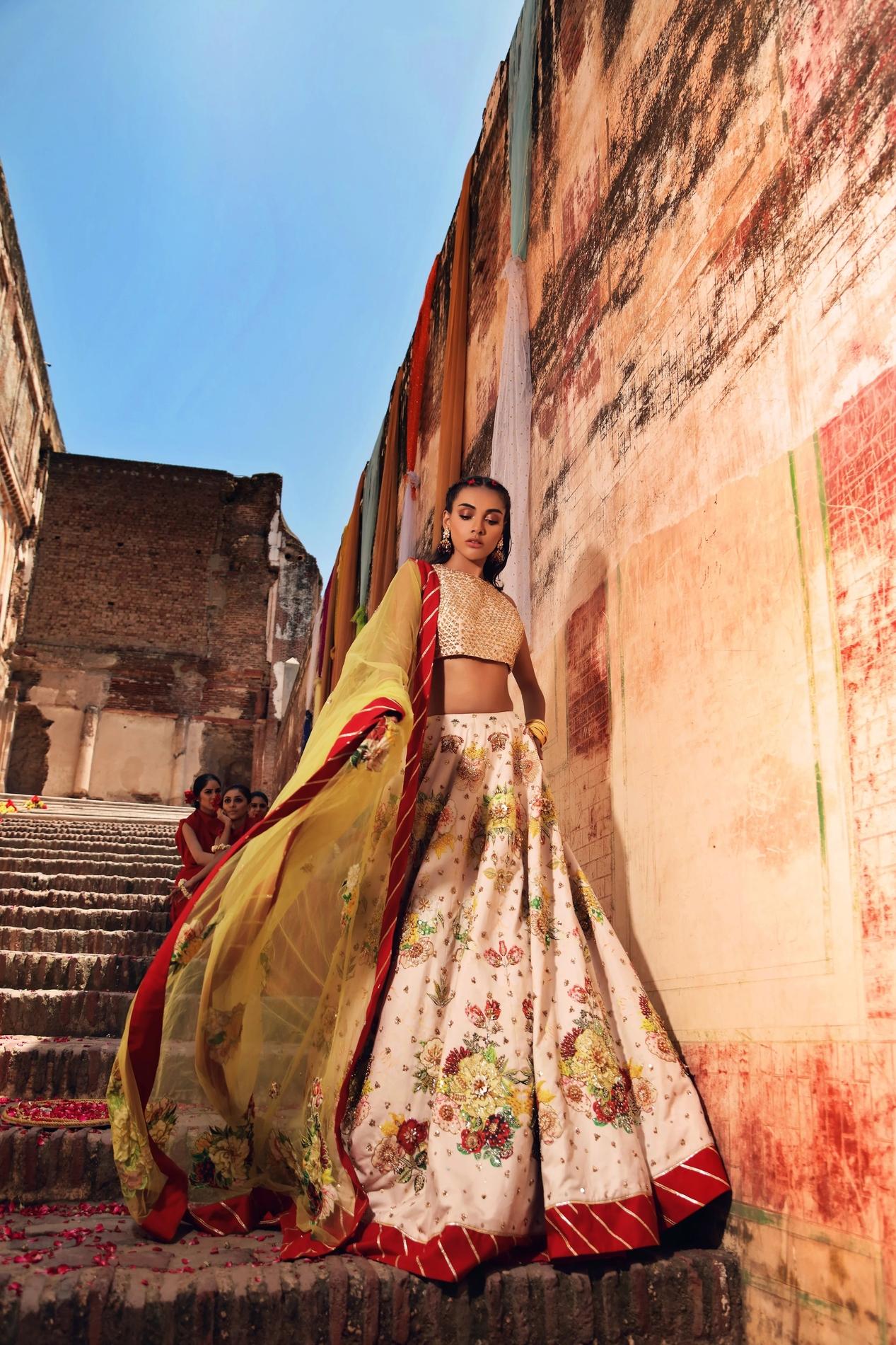 Erum Khan Bridal Dress on Mehndi Day pink digital lehnga